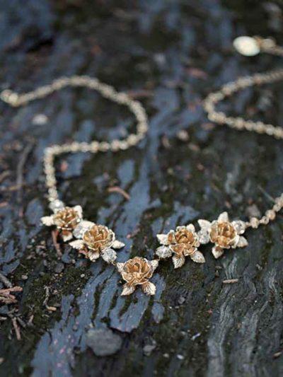 Sydney Flower necklace gold