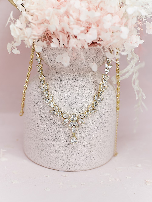 Golden princess style necklace