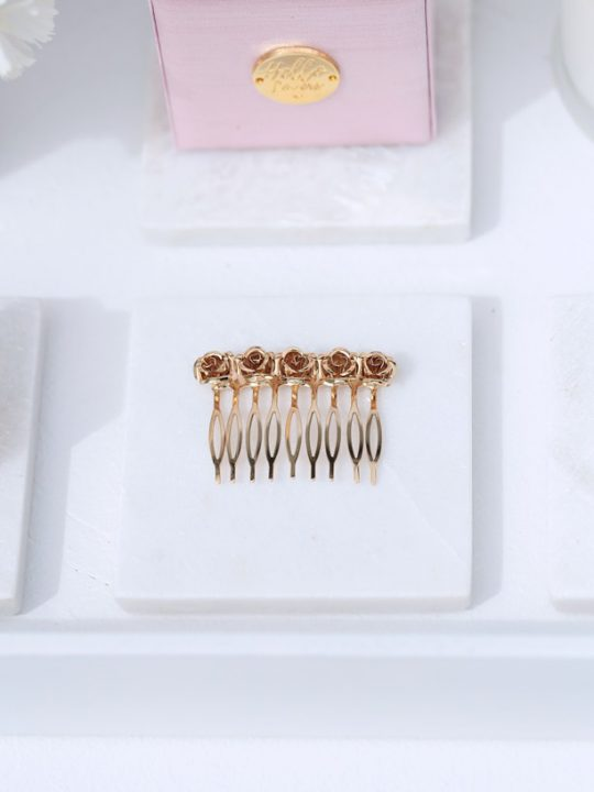 hair comb in gold