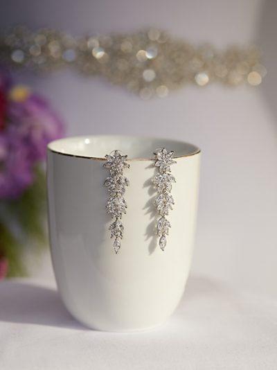 Beautiful wedding earrings romance style