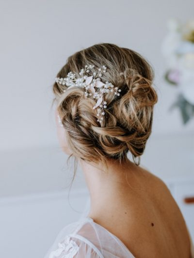 Vintage style hair comb with pearls