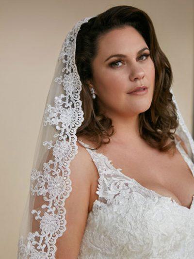 Lace wedding veil hip length