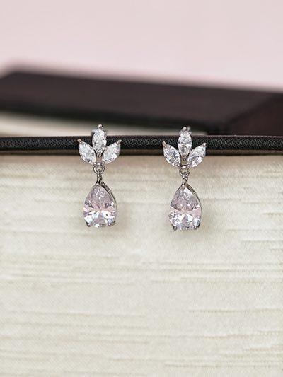 Sparking simple earrings
