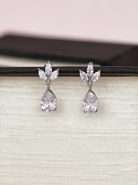 Sparking simple earrings