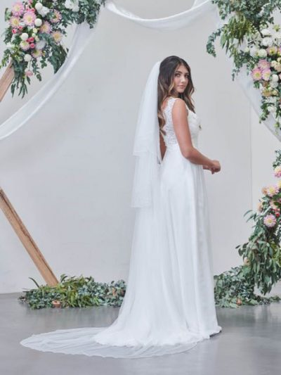 Long simple cathedral veil