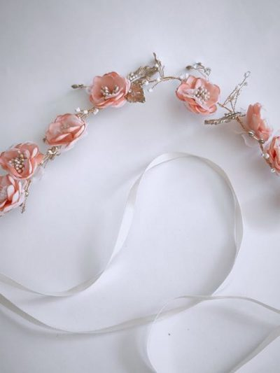 Flower hair band with blossoms