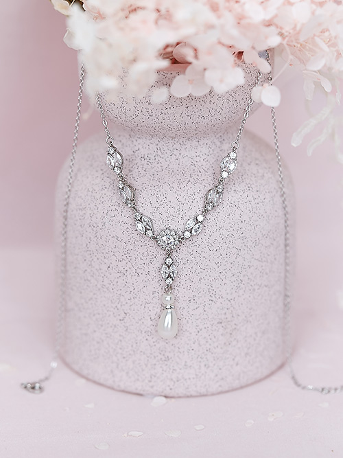 Sparkling event necklace