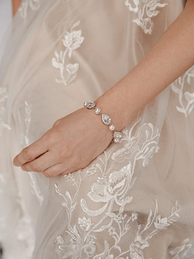 Pearl wedding bracelet with crystals