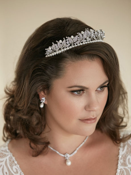 Silver tiara with pearls