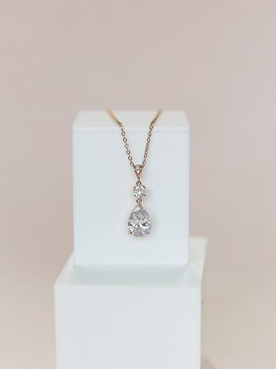 Teardrop shape pendants in rose gold