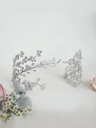Pretty hairpiece wedding jewellery