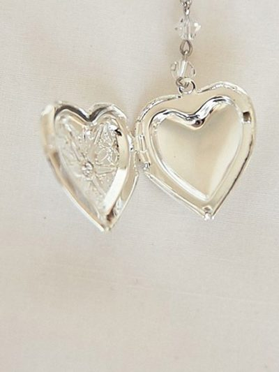 Room for 2 photos in this locket bracelet