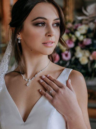Necklace jewellery online Debutante style